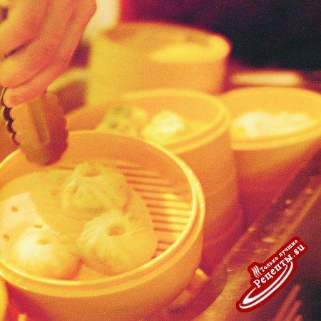 Китай. Приготовление пельменей с жареной свининой