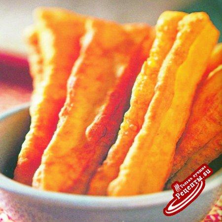 Китай. Жареные пончики в форме палочек