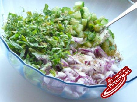 Египетский салат с сыром Фета, мятой и укропом.