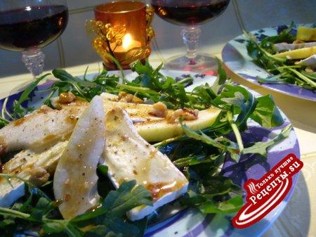 "Салат ""douce France"" с руколой, грушами и мягким французским сыром"