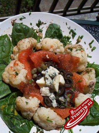 Салат из цветной капусты с лососем и голубым сыром !!!