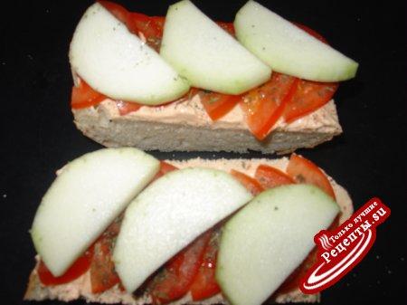Завтрак: Багетт, запеченный с помидорами и кольраби