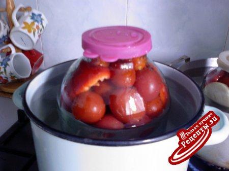 Консервированные помидорчики, да с маринованным лучком--мой вариант.