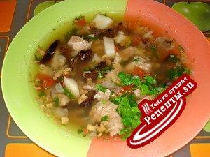 Говяжий суп с чечевицей и черносливом