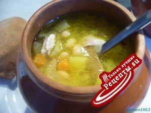 Густой картофельный суп с фасолью в горшочке