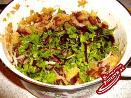 Салат с фасолью под яблочным или айвовым соусом