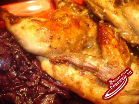 Краснокочанная капуста с грибами и беконом в виннном соусе