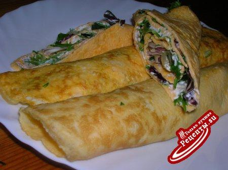 Рулеты-омлеты с творожным сыром и листовым салатом