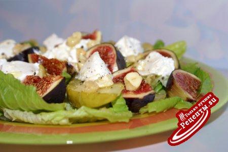 Салат с инжиром, козьим сыром и кешью