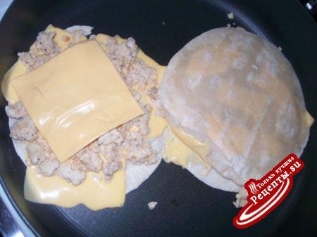 тортилии с мясом и сыром