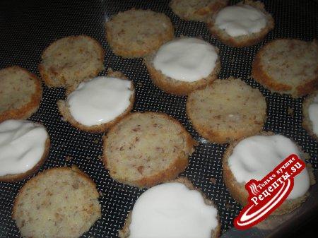 творожно-миндальные пирожные с клубникой