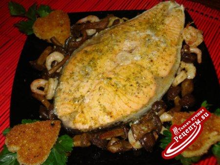 Семга с креветками и грибами