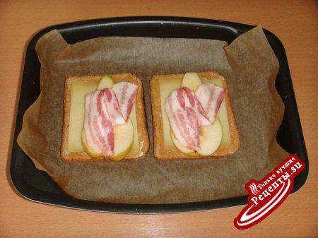Бутерброды с грушей и беконом