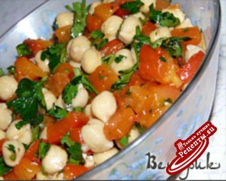 салат с горохом нут и красным перцем