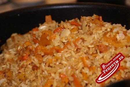 Плов из коричневого риса с тыквой, курагой и изюмом