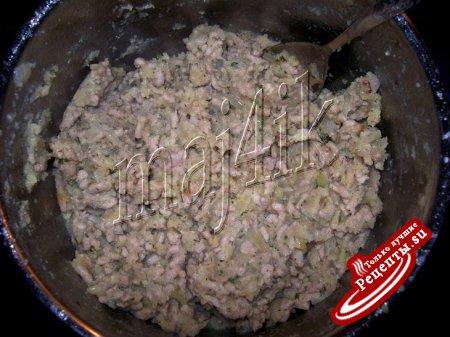 Картофельно-мясные крокеты с сырной начинкой, да под перечным соусом
