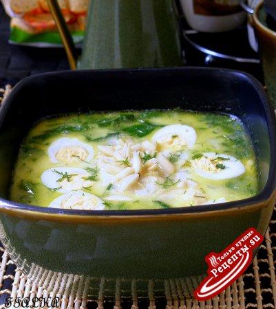 Холодный шпинатный суп с миндалем и перепелиными яйцами