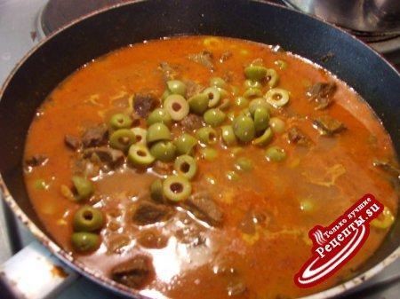 Говядина тушеная с оливками и картофелем (кажется по мароккански...)