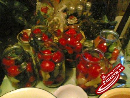 маринованные огурцы и помидоры (возможно,вариант)
