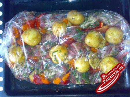 свиные ребрышки на овощной шубе