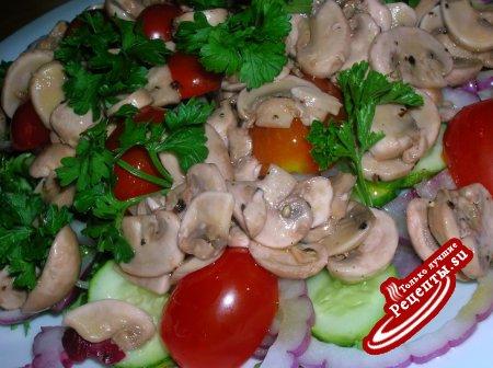 Овощной салат с быстромаринованными шампиньонами