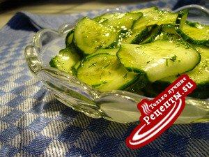 Быстрый малосольный огуречный салат (внесезонный)