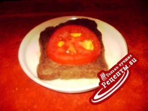 Fry egg in a black bread. Жареное яйцо в черном хлебе.