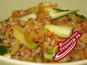 Гречневая каша с овощами и кедровыми орешками