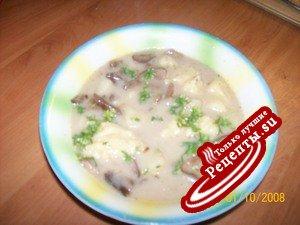 Грибной супчик с клецками и сыром