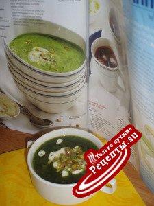 Холодный шпинатный суп с фисташками