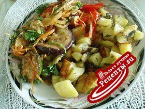 Картошечка с припёком и баклажанчики при ней