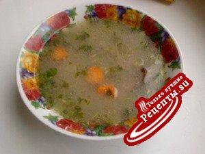 Куриный суп с гречневыми клёцками.