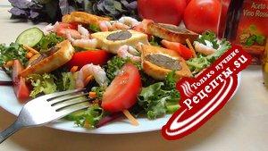 Летний салат-конструктор с жареным сыром и прочими «запасными частями».