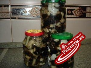 Маринованные грибы в кисло-сладкой заливке .