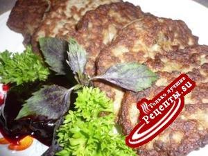 Оладушки из печенки, облегченные кабачком, с соусом