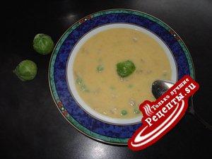 Овощной крем-суп со сливочным сыром.