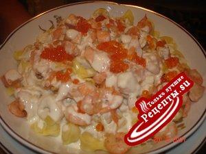 Паста: Равиоли с сыром в сливочном соусе с семгой и креветками