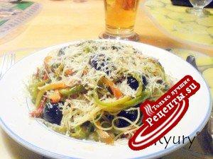 Паста спагетти в соусе из перцев и пряностей