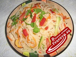 Рисовая лапша с овощами.