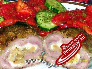 Рулетики из свинины с грибами, сыром и копченой грудинкой