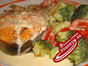 Рыба с овощами в сливочном соусе.Супер просто и вкусно!
