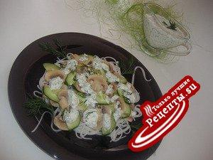 Салат c грибами и рисовой лапшой
