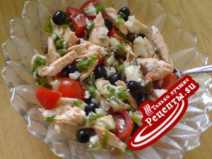 Салат из отварной рыбы и помидорок