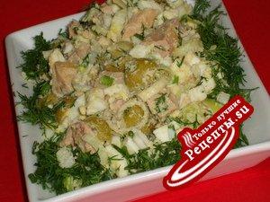 Салат из печени трески с оливками и каперсами