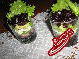 Салат из сельди,с авокадо и свеклой.