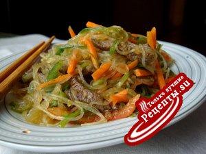 Салат с говядиной в корейском стиле