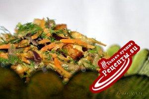 Салат с морковкой, баклажаном и сухариками