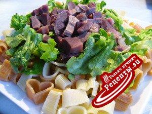 Теплый макаронный салат, объединивший сердца
