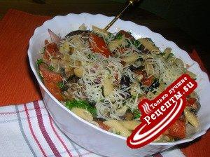 Теплый салат с баклажанами, макаронами и грибами ( вкусный , полноценный ужин)