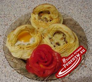 Яйца в картофельном гнезде